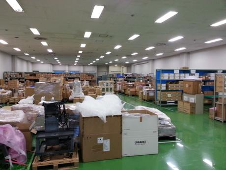 初めての方もOK!倉庫でのお仕事です。電話対応や倉庫内での軽作業にも携わっていただきます。